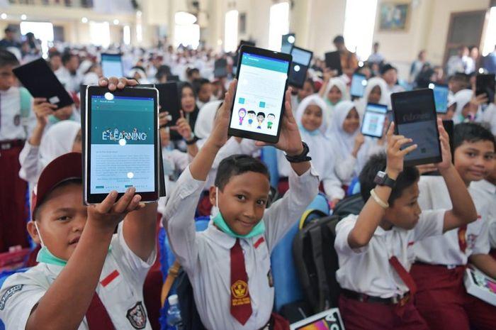 """Kemendikbud : Mayoritas Guru di Indonesia Masih """"Gaptek"""""""